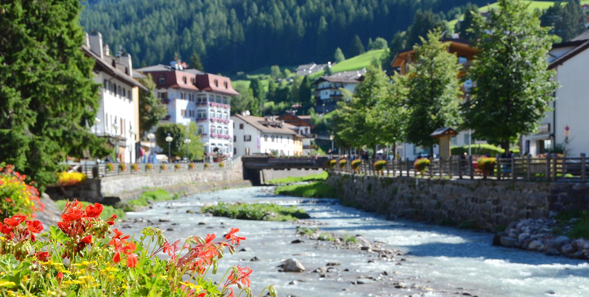Benvenuto a Moena: località, hotel, appartamenti, ristoranti e negozi